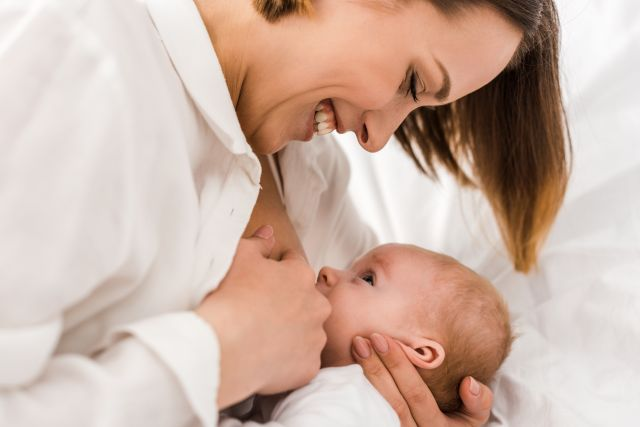 Auch SARS-CoV-2-positive Mütter und ihre Babys profitieren von wissenschaftlich gesichertem Stillmanagement